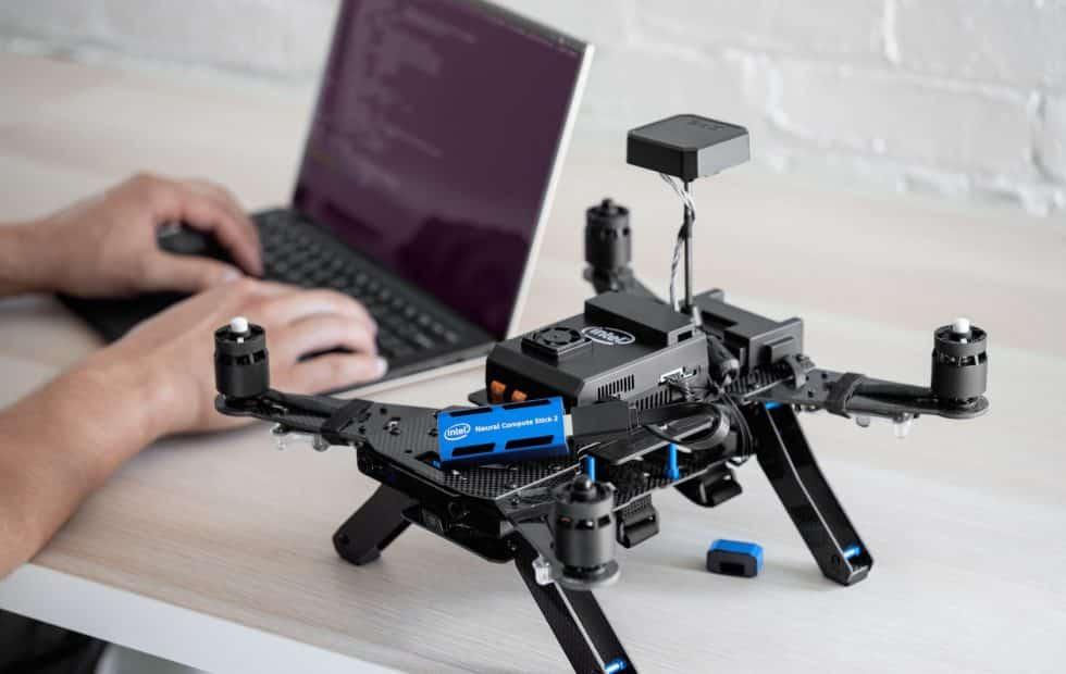 Intel NCS 2 : une clé USB pour créer des algorithmes IA