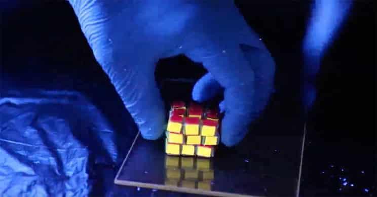 Des chercheurs américains et chinois se sont associés pour créer un cube en hydrogel inspiré par le Rubik's Cube pour le stockage de données.