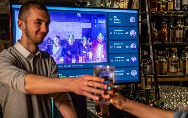 DataSparQ présente le AI Bar : un bar doté d'intelligence artificielle pour réduire le temps d'attente dans les pubs et vérifier l'âge des clients...