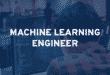 ingénieur en machine learning devant son ordinateur