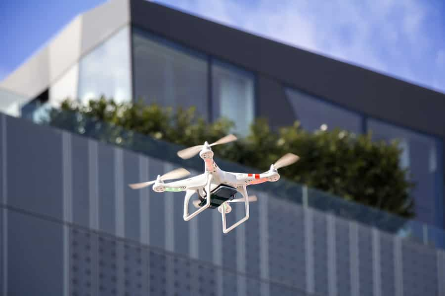 La CNIL a condamné le ministère de l'Intérieur pour l'utilisation illégale de drones lors des manifestations et durant les confinements.