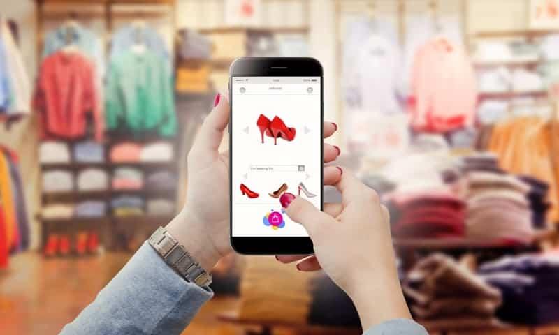 Microsoft propose Microsoft Cloud for Retail, lancé lors du NRF 2021, pour permettre la vente au détail intelligente.