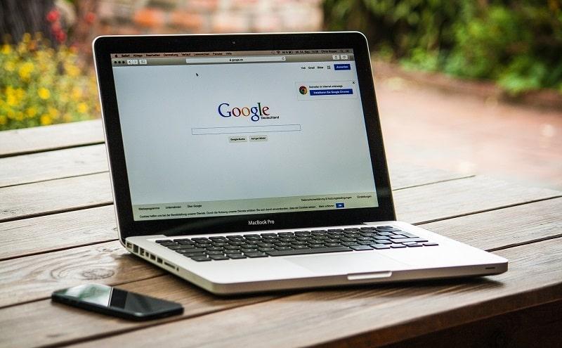 Samy Bengio, un responsable de recherche chez Google a démissionné à la suite du licenciement controversé de deux chercheuses de son équipe.
